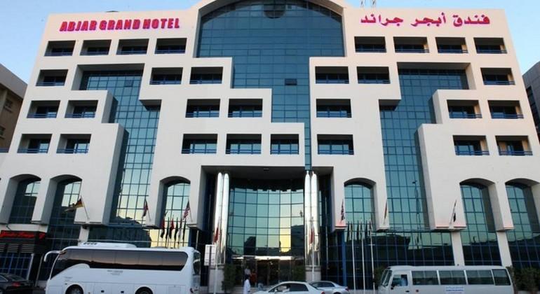 facade-hotel-abraj